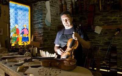 Un luthier en Sarria